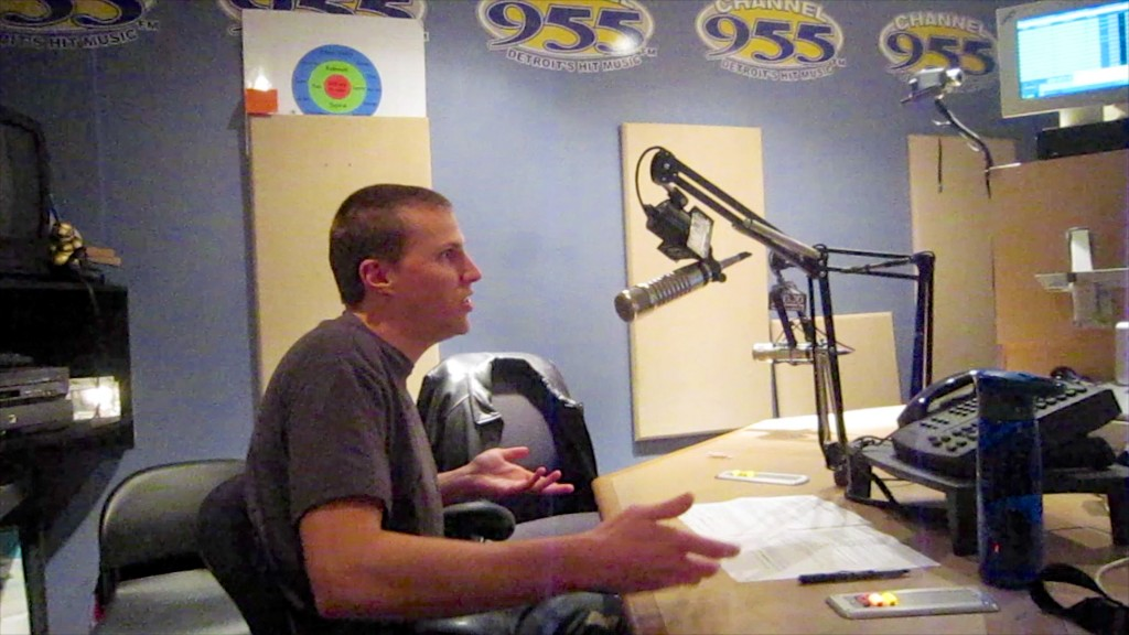 X-Change live Channel 955 Radio Interview Buda DJ X-Change Panty Dropping 2011 6